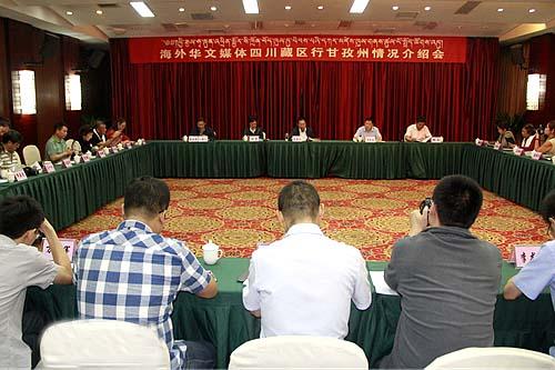 海外華文媒體探訪四川藏區 農牧民現代化生活受關注.jpg